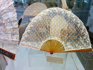 Lace and toirtoiseshell fan