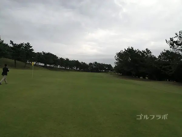 鎌倉パブリックゴルフ場の13番ホールの2打目