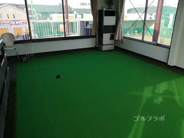 京葉ゴルフセンターのパットの練習