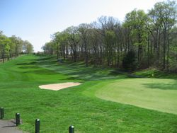 Golf on Long Island  Flyover  Town of Oyster Bay Golf Course Tom Fazio s design  in spite of its location at the corner of busy Jericho  Turnpike and Southwoods Road  is one of the area s stiffest challenges and  worth