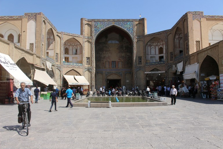 isfahan best things to do bazaar gate