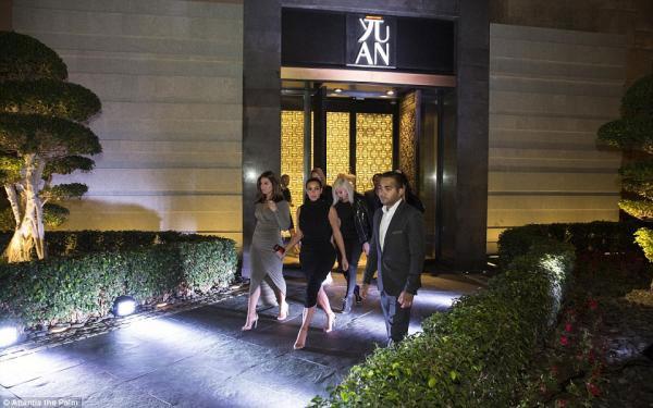 كيم كارداشيان في الملهى الليلي في ابو ظبي..بالصور