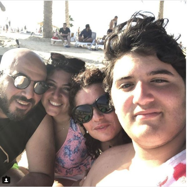جولولي غادة عادل مع زوجها وأولادها على الشاطئ وزيادة