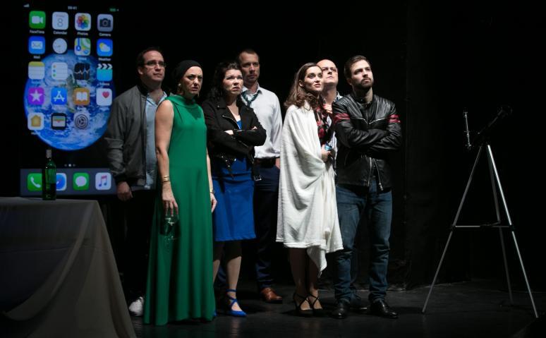 Teljesen idegenek - A Komáromi Jókai Színház Ajnácskőn