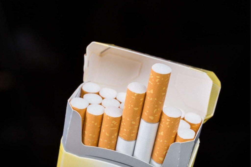 cigaretta, mint ellenőrző eszköz)