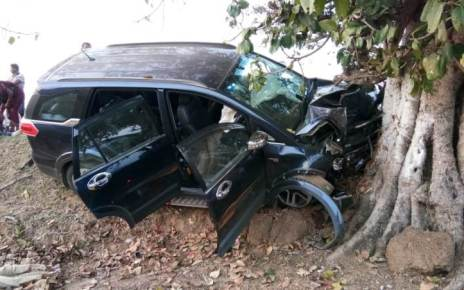 suv-crashed-to-tree-dantewada