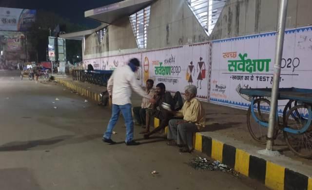 poor-and-homeless-feeded-in-chhattisgarh