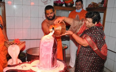 governor-uikey-worship-lord-shiva-on-birthday