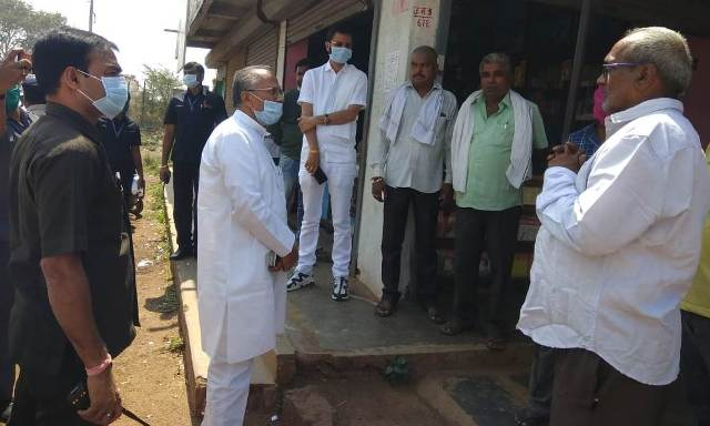 tamradwaj-sahu-inspects-road
