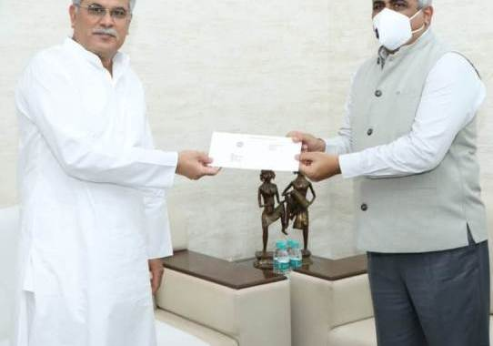 cm-bhupesh-gets-relief-fund-cheque-gramin-bank