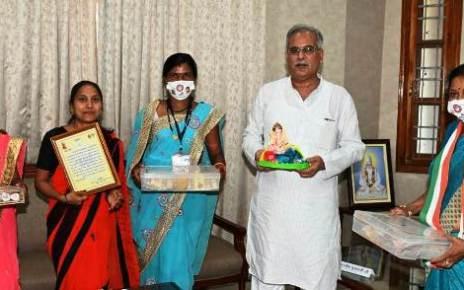 cm-bhupesh-meets-dhamtri-mahila-samuh