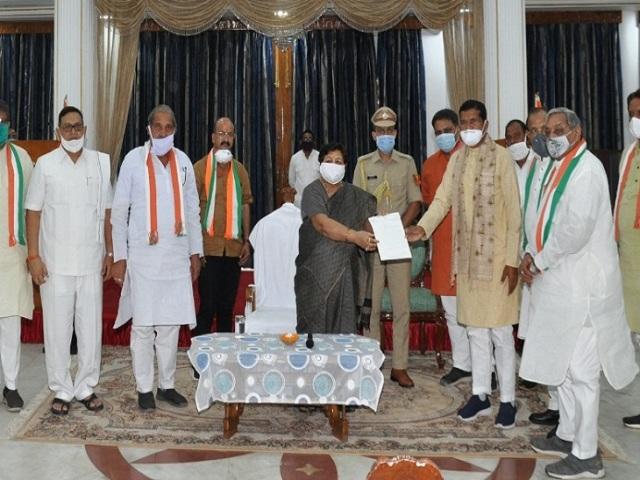 congress-leaders-meet-governor-uikey