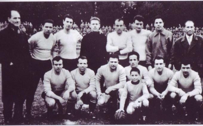 Il Signa 1914 in campo contro l'Empoli. Puskas è il terzo in basso da sinistra