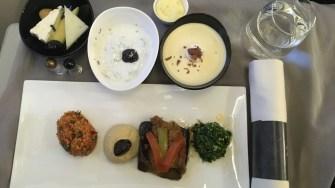 Mâncare la business class în zborul Constanța - Istanbul. FOTO Adrian Boioglu