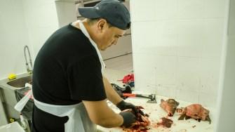 Pentru prepararea mâncărurilor pe bază de pește au fost angajat personal specializat. FOTO Cătălin SCHIPOR