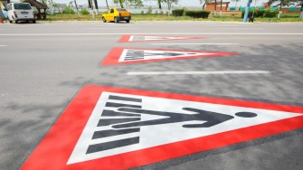 În stațiunea Mamaia au fost refăcute marcajele rutiere. FOTO Primăria Constanța