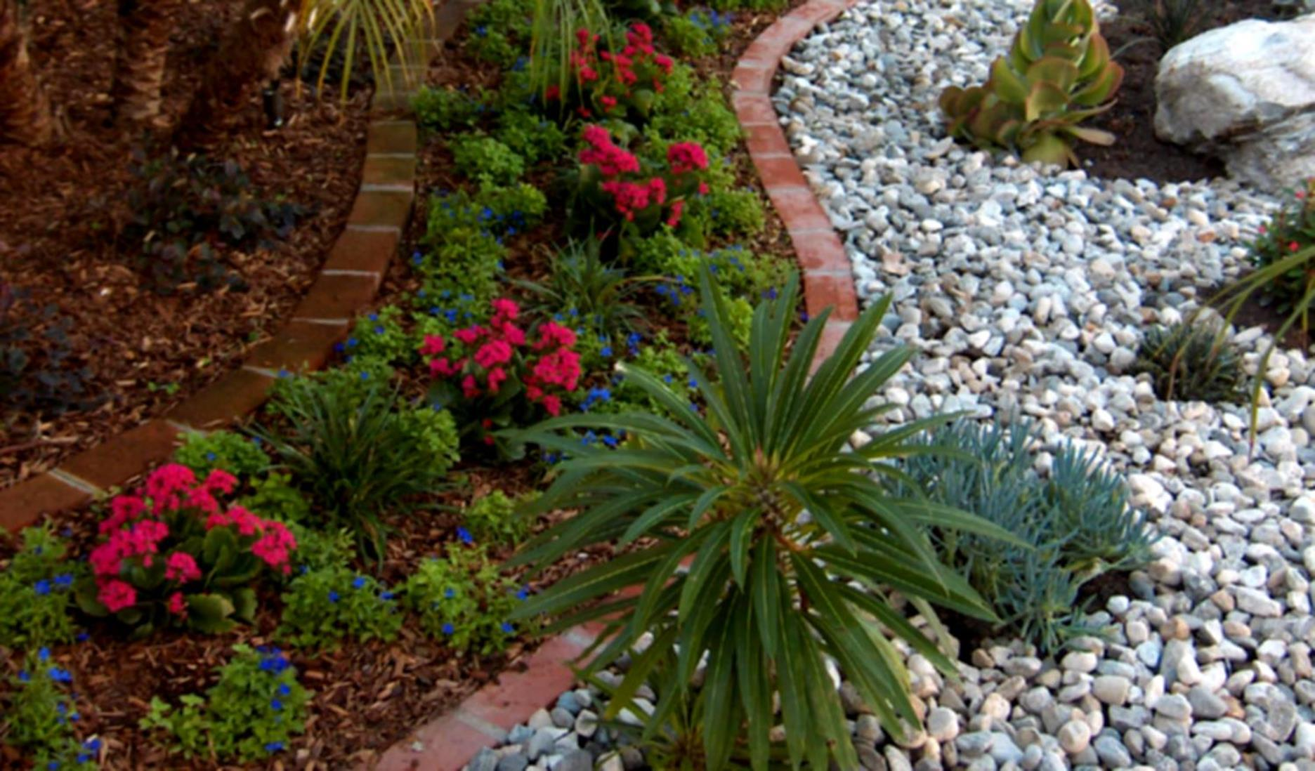 Landscaping Ideas With Rocks And Mulch 19