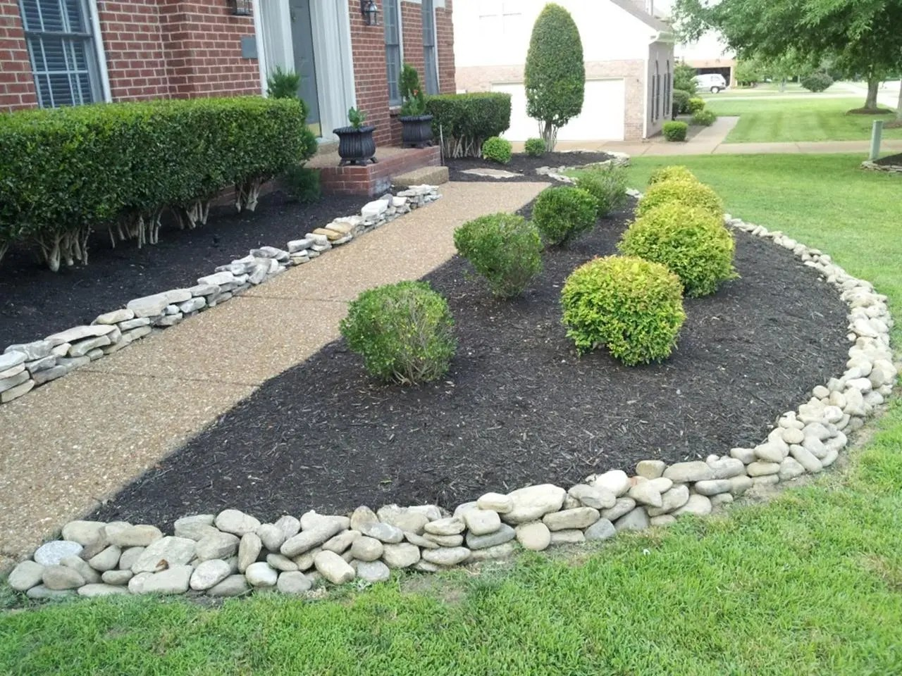 Landscaping Ideas With Rocks And Mulch 25
