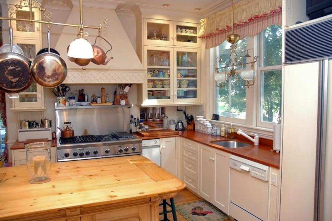 Small Country Kitchens Design and Decor Ideas 8