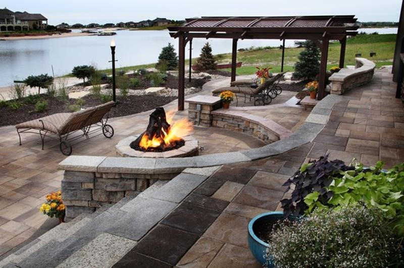 34 perfect lakefront property landscaping ideas gongetech for Lakefront landscaping photos