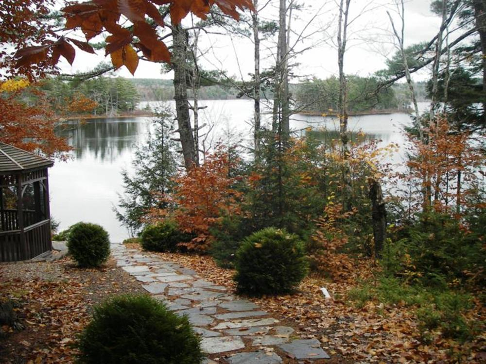 Lakefront Property Landscaping Ideas 7