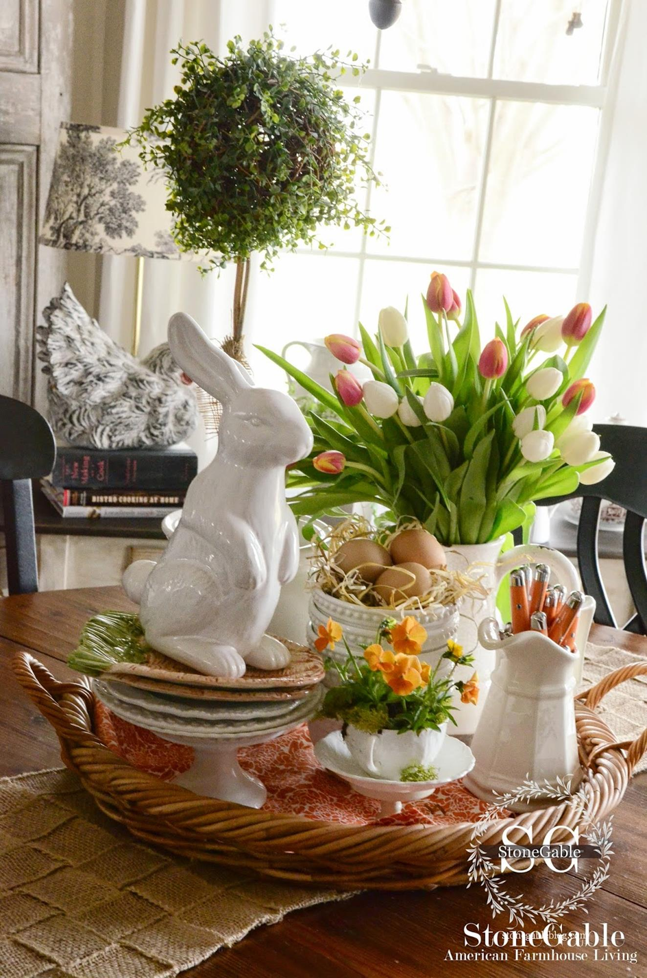 Spring Farmhouse Decorating Ideas 40