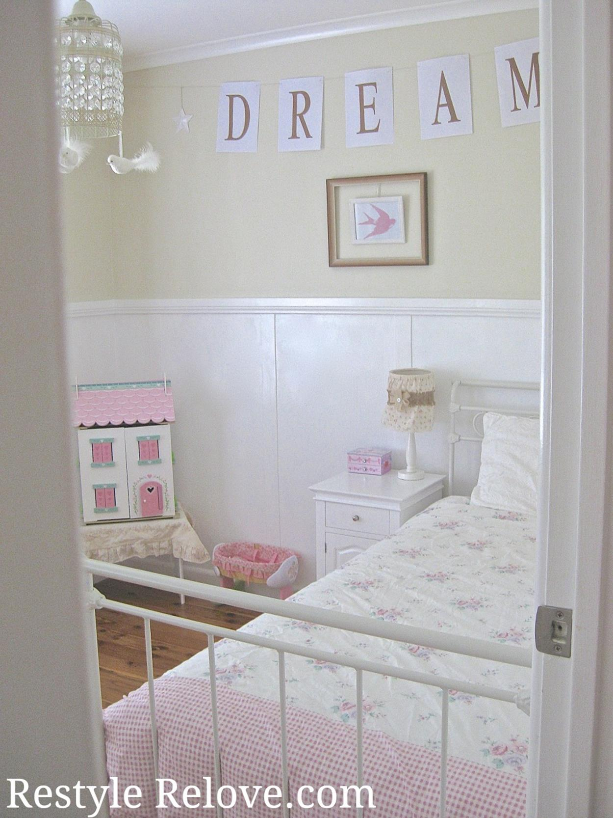 Vintage Girl Bedroom Decorating Ideas 22