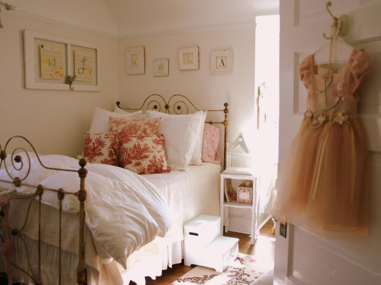 Vintage Girl Bedroom Decorating Ideas 28