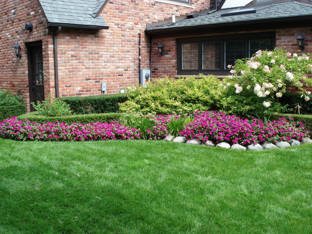 Perfect Landscaping Ideas for Small Yards 17