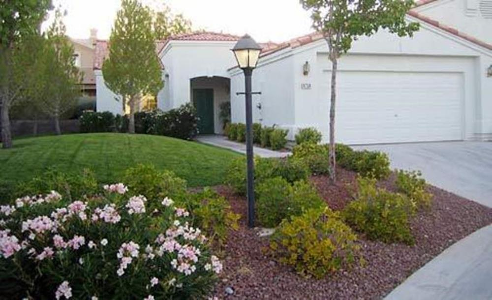 Perfect Landscaping Ideas for Small Yards 27