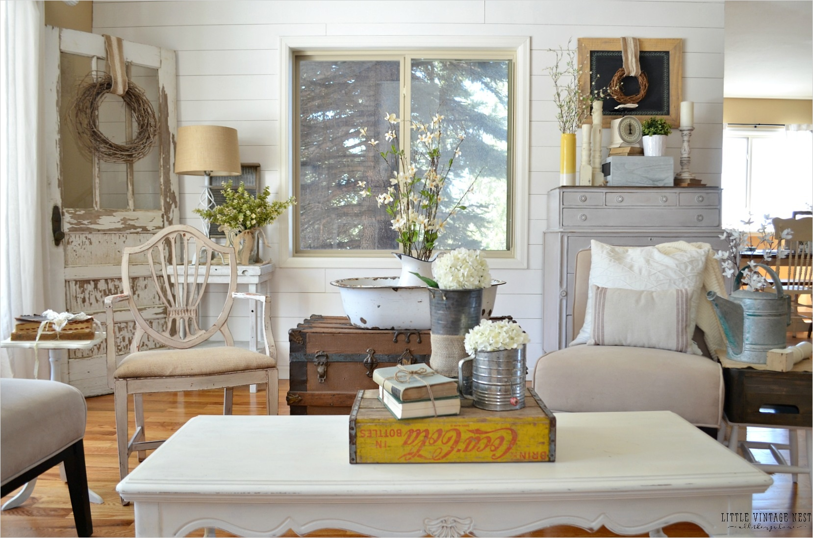 Farmhouse Chic Decorating Ideas 43 How to Decorate with Vintage Decor Little Vintage Nest 6