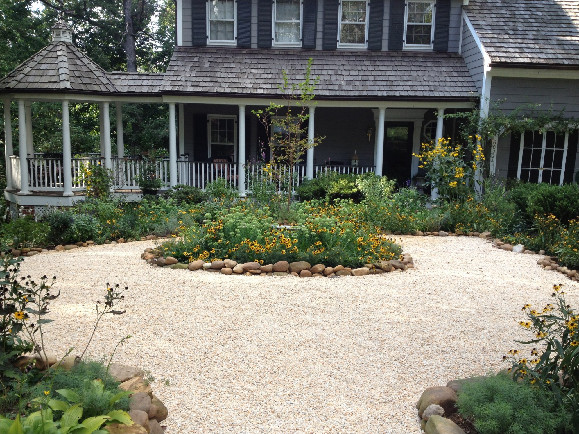 43 Perfect Gravel Landscaping Ideas 63 Gravel and Grass Landscaping Ideas 3