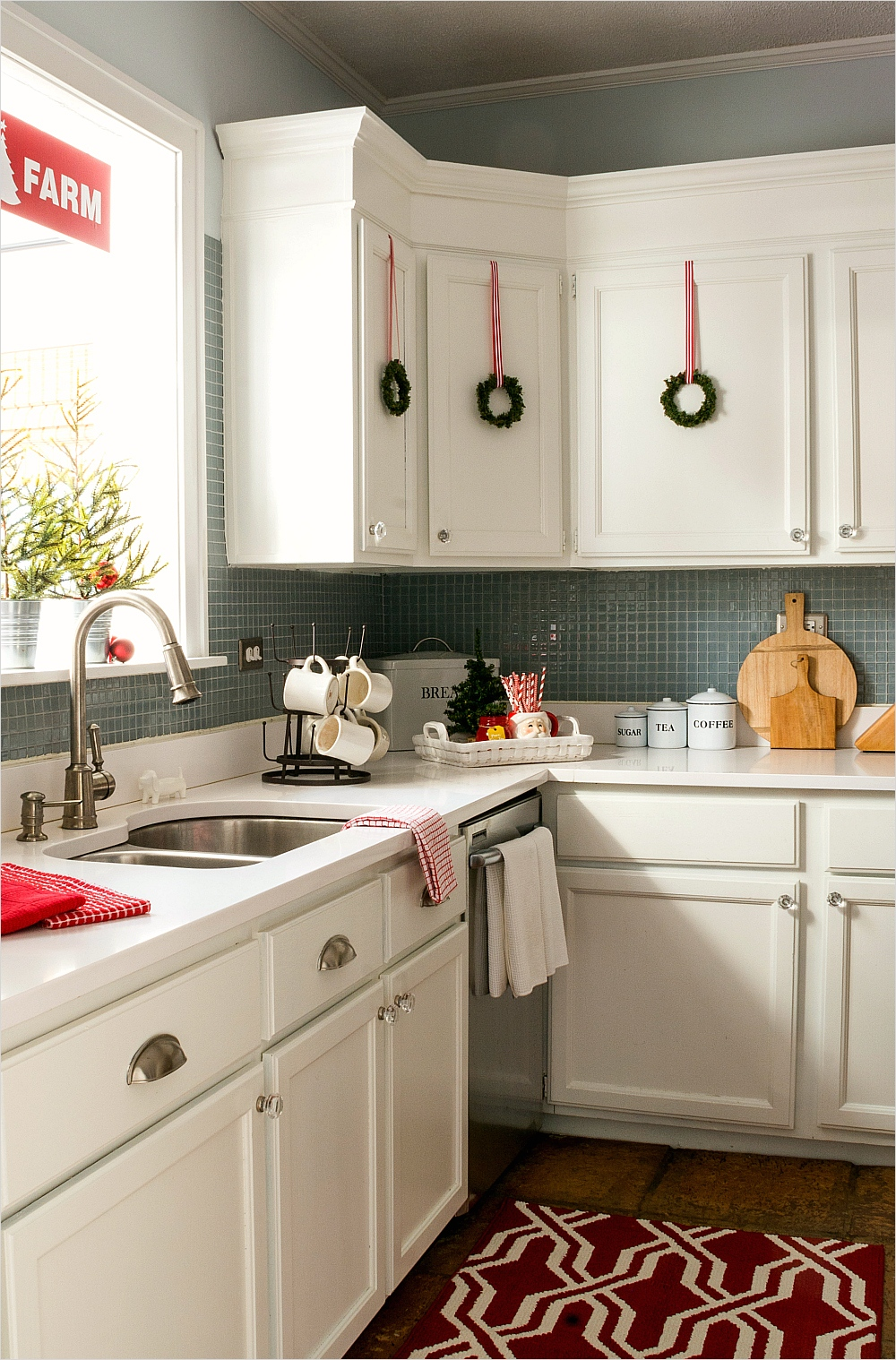 42 Awesome Kitchen Christmas Decorating Ideas 31 Christmas In the Kitchen 5