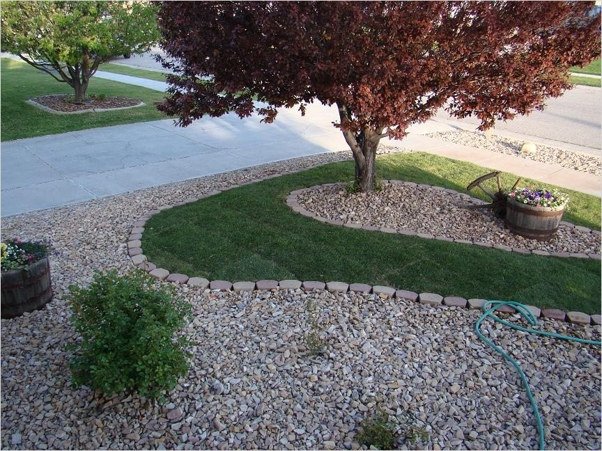 35 Perfect Front Yard Landscaping Ideas with Rocks 23