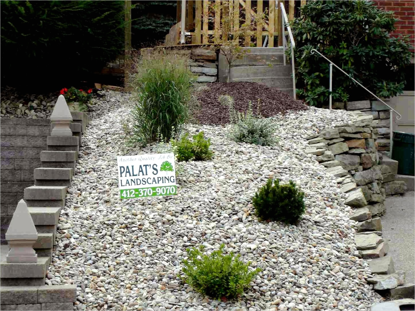 35 Perfect Front Yard Landscaping Ideas with Rocks 78