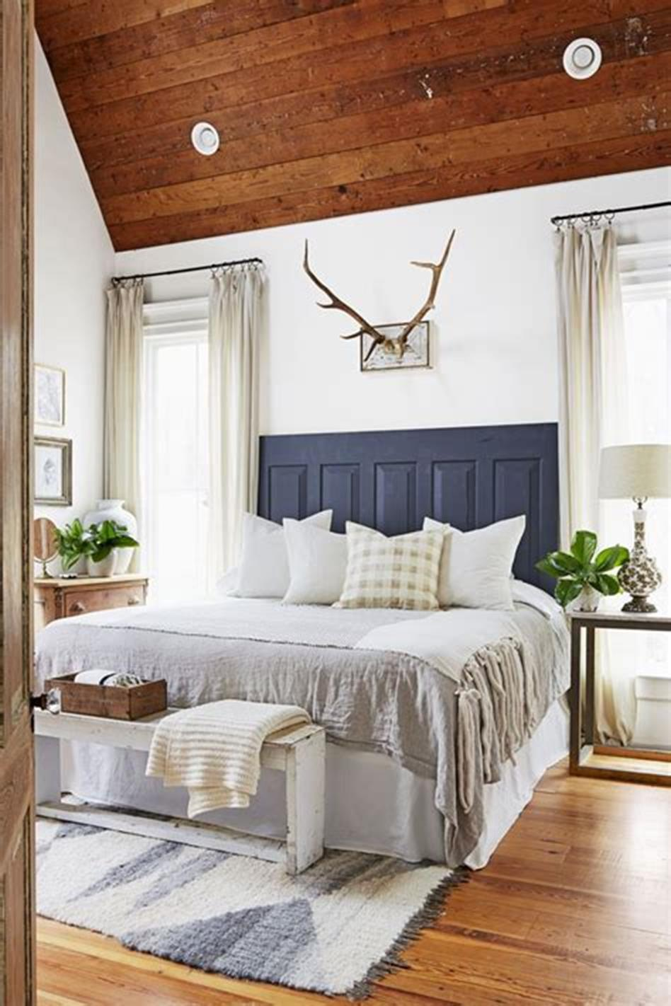 48 Stunning Farmhouse Master Bedroom Design Ideas 2019 19