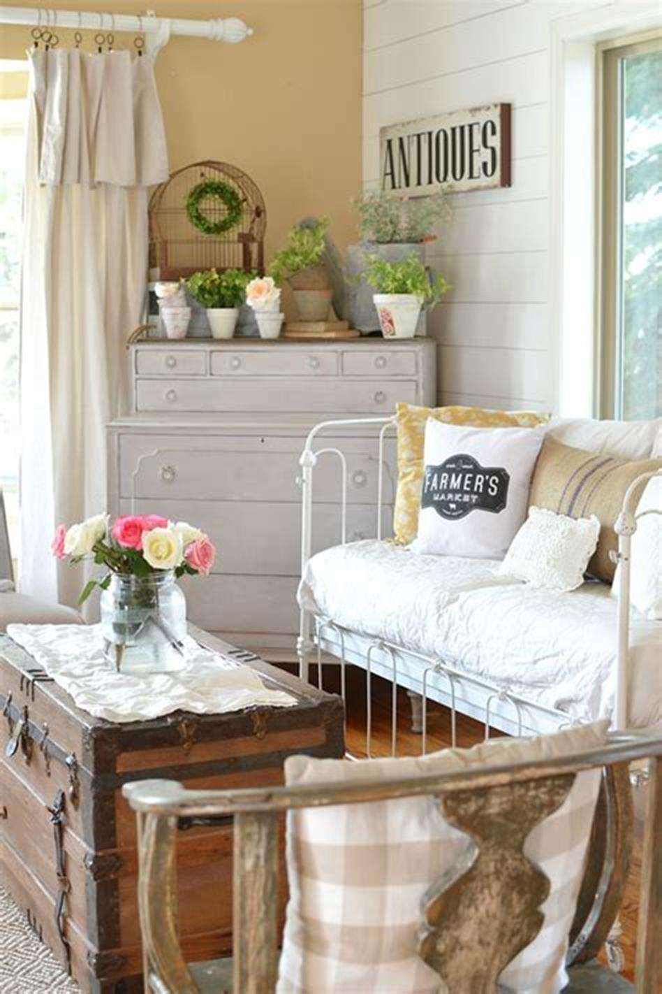 37 Beautiful Farmhouse Spring Decorating Ideas On a Budget for 2019 61