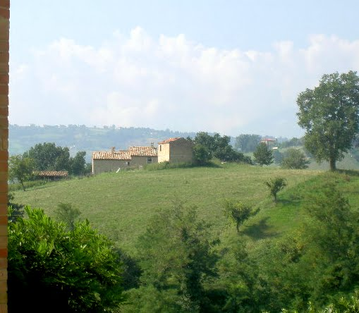 Country scenes from Italy's remarkable Le Marche region. Max Hartshorne photo.