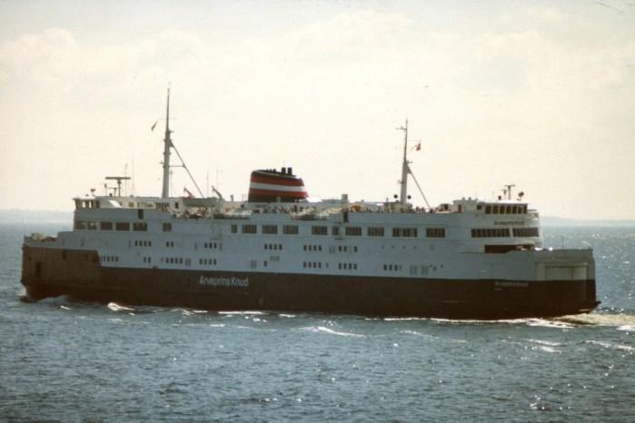 Bilfærgen M/S ARVEPRINS KNUD under sejlads på Storebælt, den 10. juli 1988.