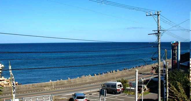 下北半島下風呂温泉より津軽海峡を北海道方面へ望む