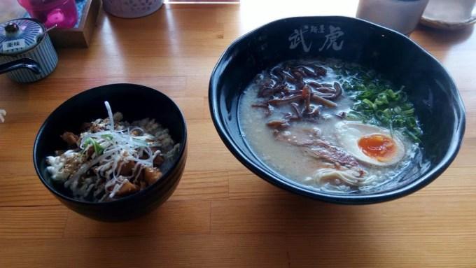 Hakata Tonkotsu ramen with pig rice of Menya Taketora