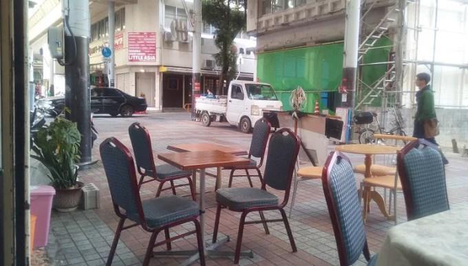 パーラータコスタコスの前のアーケード街