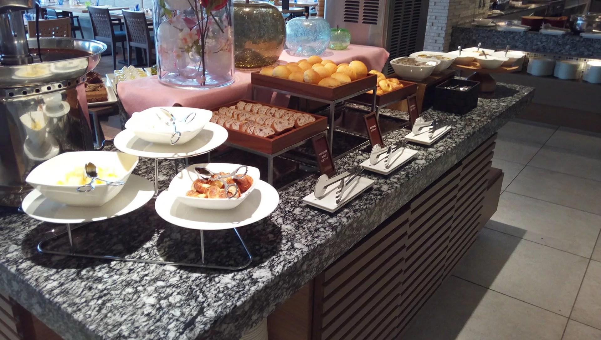 SURIYUNでの食べ放題のパン類