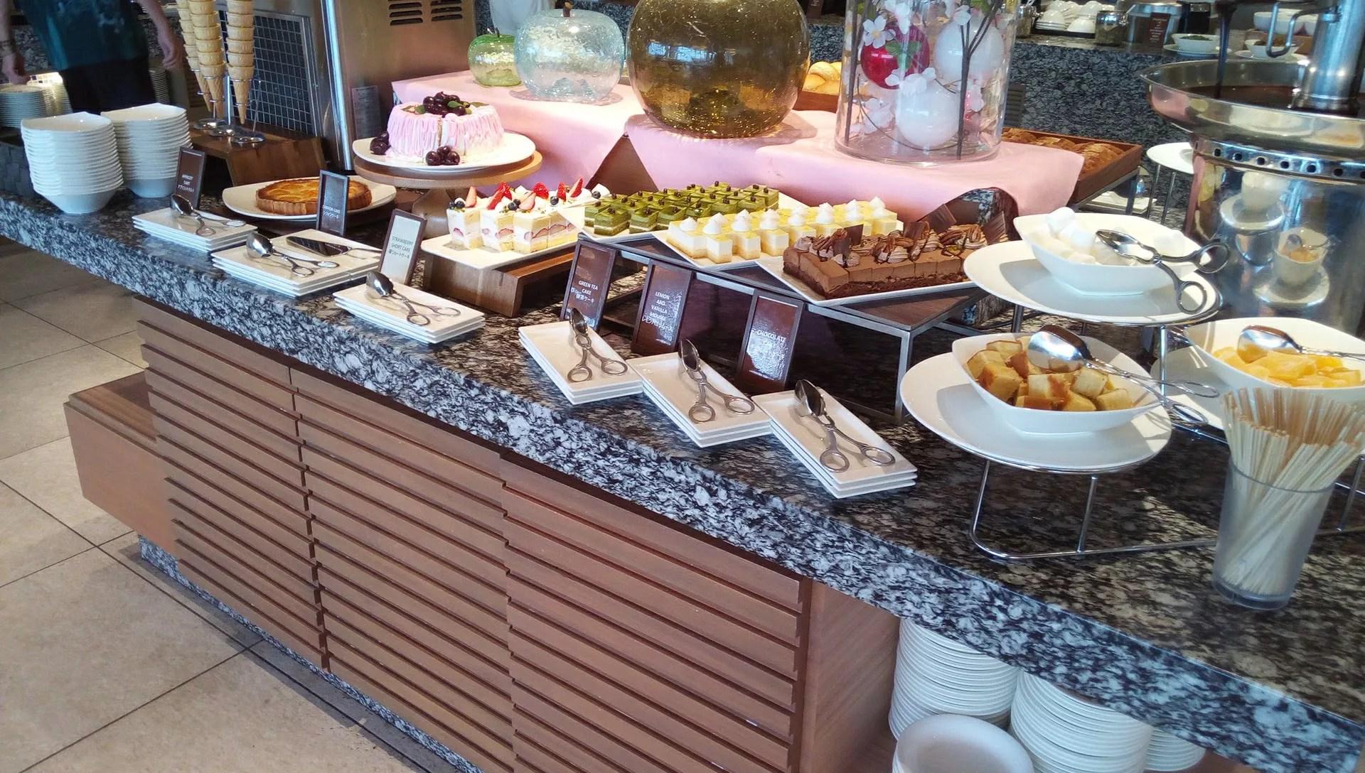 SURIYUNでの食べ放題のケーキ類