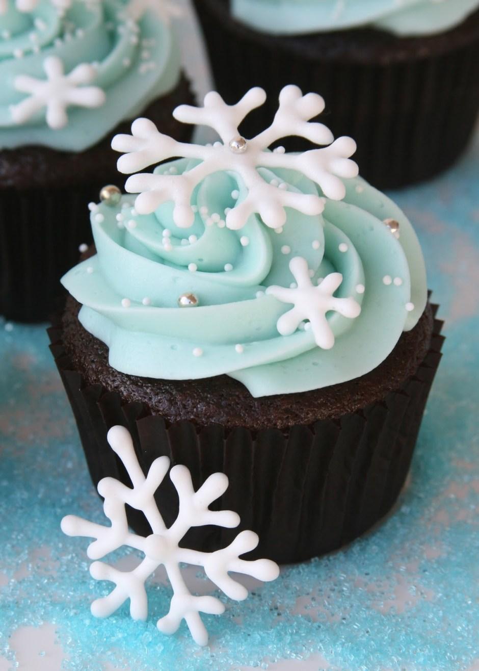 Chocolate Snowflake Cupcakes « GoodCupcakes.com