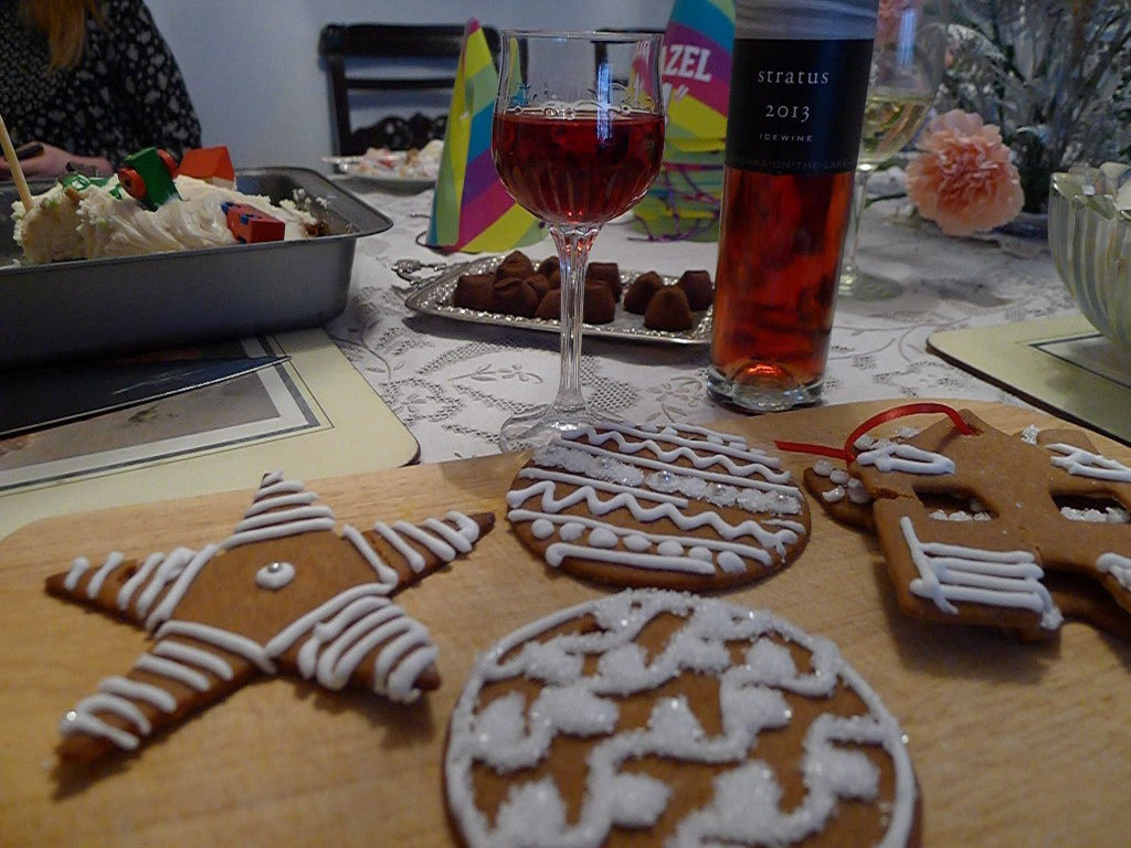Festive Gingerbread and 2013 Stratus Red Icewine... a match made in heaven.