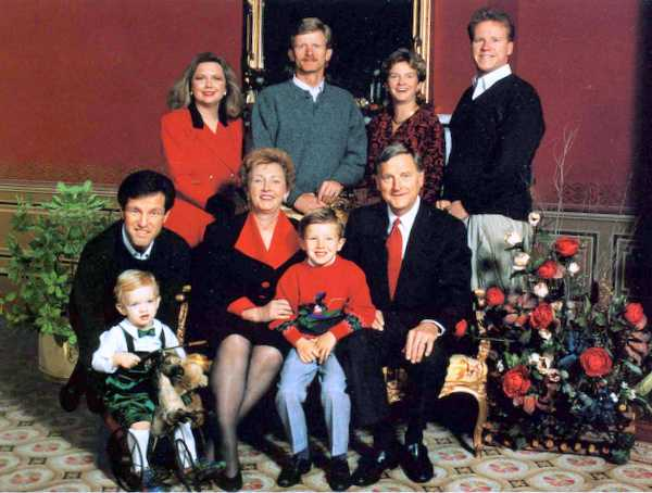 Christmas at the Mansion with the Carnahan family, 1995