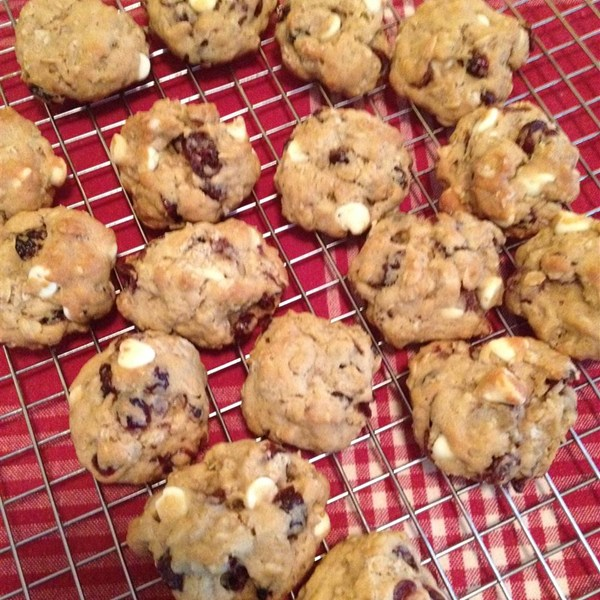 oatmeal cranberry chocolate, a favorite Christmas cookie