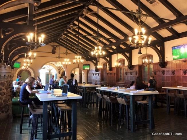 Das Bevo dining room