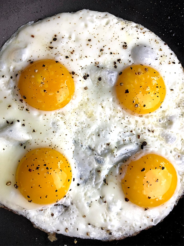 What determines the color of the egg yolk